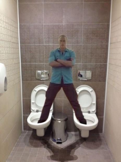 video-sdelala-iz-muzhika-tualet